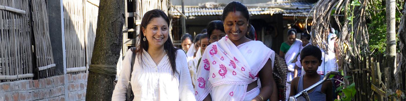 Hasina Kharbhih with artisans